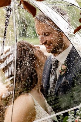 Brautpaarfotos im Regen