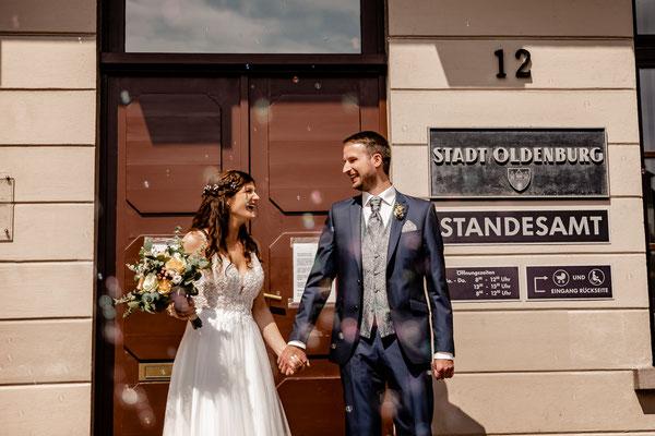 Brautpaar am Standesamt