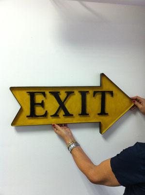 Metallschild Exit nach rechts in gelb