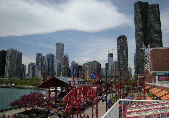 Michigan Pier mit der Skyline von Chicago