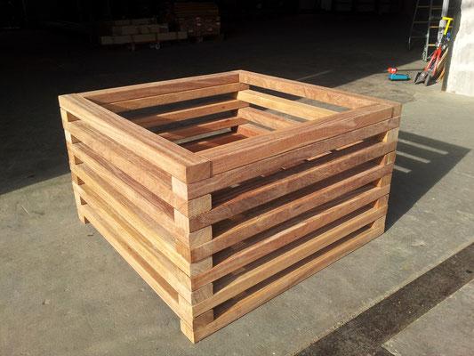 Kleiner Komposter oder Pflanzkübel aus Cumaru (0,9 x 0,9 Meter)