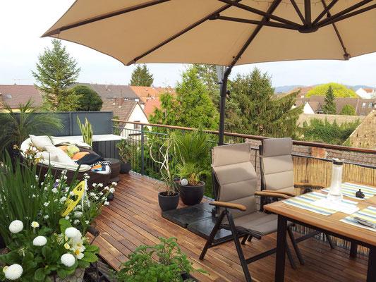 Teakterrasse 95mm geölt mit Terrassenöl der Heidelberger Lackfabrick.