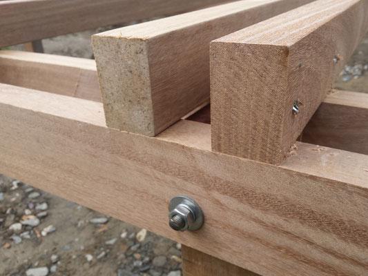 45x70er Cumaru Unterkonstruktion befestigt auf 90x45 Cumaru UK.