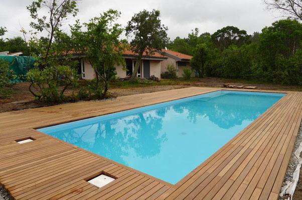 Terrasse mit unserer 45x70mm Cumaru Unterkonstruktion als Deckbelag.