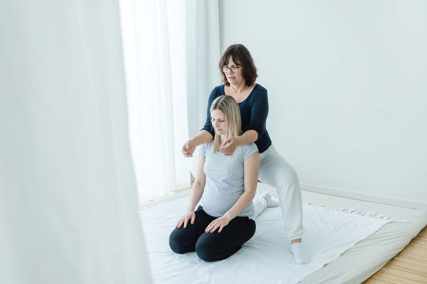 Shiatsubehandlung schwangere Frau