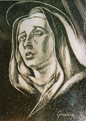 Diamantritzzeichnung auf einem Grabstein: Madonna, angefertigt für Fa. Friedrich Grausam, Wien 21