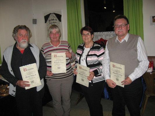 Jubilare 2015 von links: Gründungsmitglied Dieter Fritsch (40), Roswita Lenz (30), Renate und Harald Lang (40)