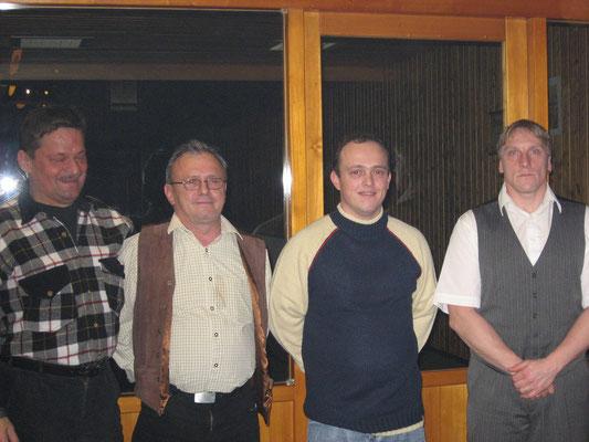 Erfolgreiche Kegler 2006: v.l. 1. Vorsitzender Jörg Rudolph, Norbert Korlek, Carlo Korlek und Jörg Korlek