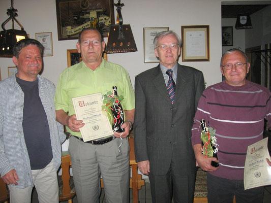 Mitgliederehrungen 2011: v.l. 1. Vorsitzender Jörg Rudolph, Sportwart Gerhard Riedl, Bürgermeister Robert Frenzl und 2. Vorsitzender Norbert Korlek
