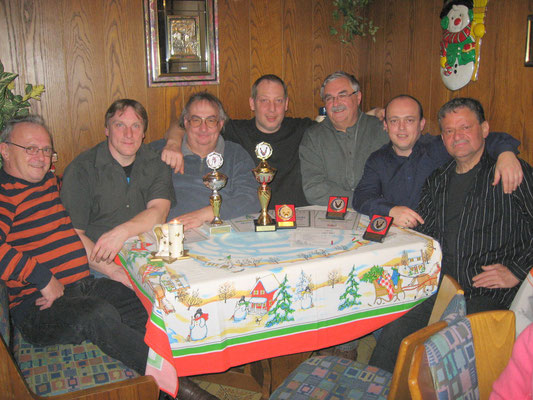 Pokalsieger 2012: v.l. Norbert Korlek, Jörg Korlek, Helmut Hirschmann, Markus Mühleis, Franz Teuchert, Carlo Korlek und Vorsitzender Jörg Rudolph