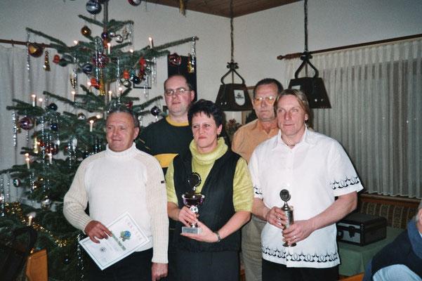 Weihnachten 2005: v.l. Norbert Korlek, Thomas Braun, Roswitha Jakob, Sportwart Gerhard Riedl und Jörg Lehmann