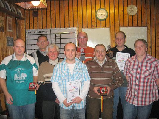 Pokalsieger 2010: v.l. Peter Priewich, Sportwart Gerhard Riedl, Gustav Hornischer, Carlo Korlek, Thomas Braun, Heinz Pusch, Markus Mühleis und Jörg Korlek