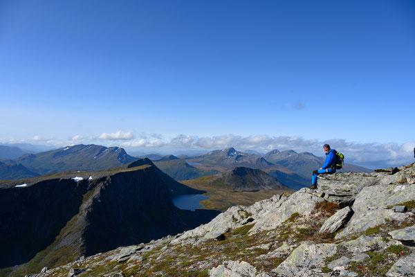 Blick vom Gipfel des Øspetinden