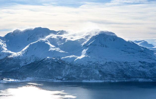 Wind umtost die Gipfel rund um Tromsø