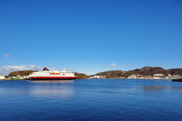 Nur noch 2 Hurtigruten Boote sind zur Zeit unterwegs