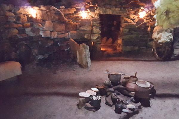 in einem Haus der Eisenzeit  / ironage house
