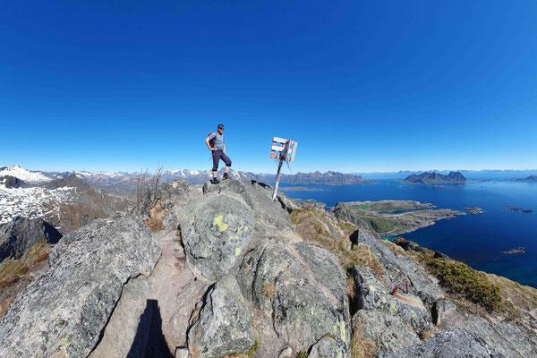 auf dem Gipfel der Fløya in Svolvær