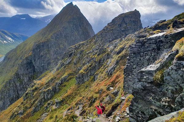 steiler Aufstieg, im Hintergrund der Dravlausnyken - the steep path to the top, in the back the Dravlausnyken