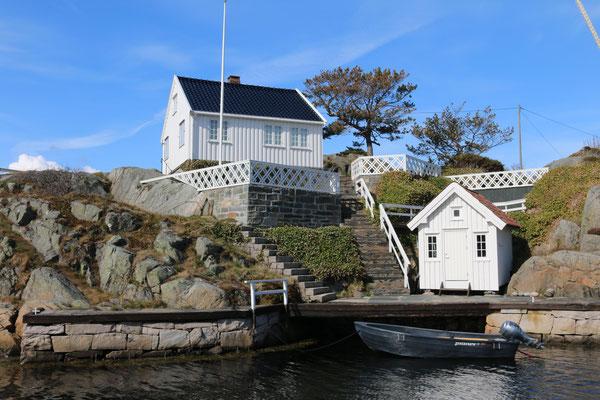 kleine Häuser auf kleinen Inseln