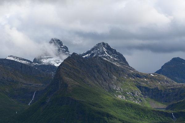 Neuschnee in den Bergen rund um den Jamtfjellet