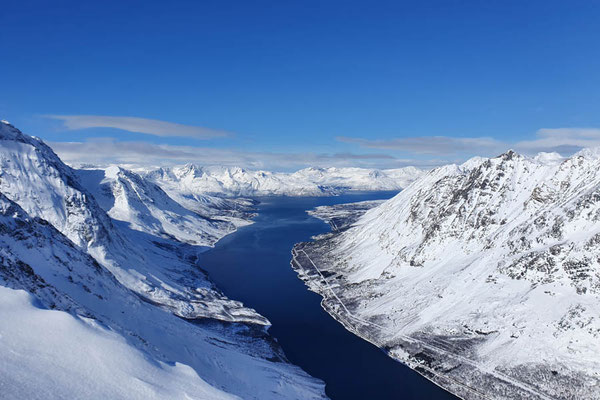 super Aussicht vomGipfel des Rørnestinden in den Lyngen Alps