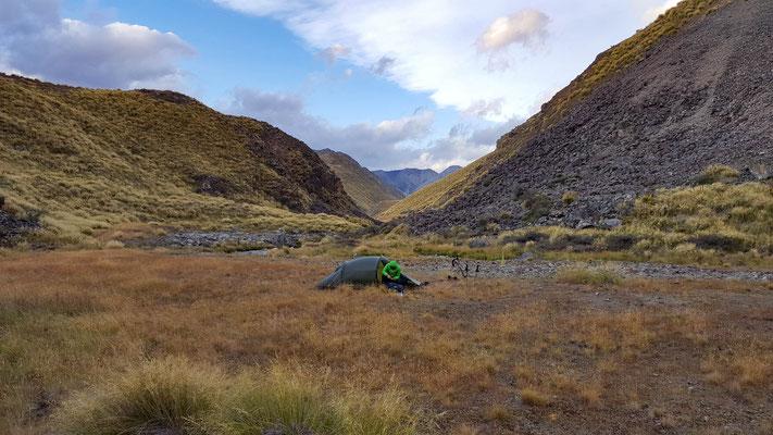 Camping vor der Stone Hut am Te Araroa