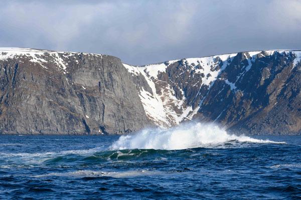 rauhe See und im Hintergrund der frühere Aufstieg zum Nordkap