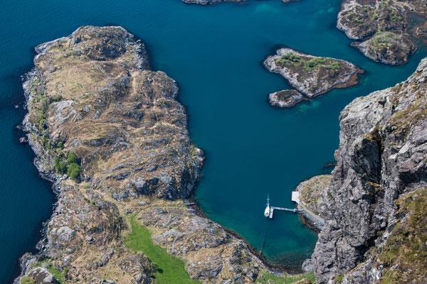 Noe in der Bucht der Insel Aldevågen - Noe in the bay of the island Aldevågen
