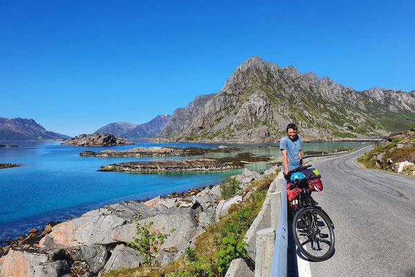 mit dem Fahrrad zum Klettern in Henningsvær
