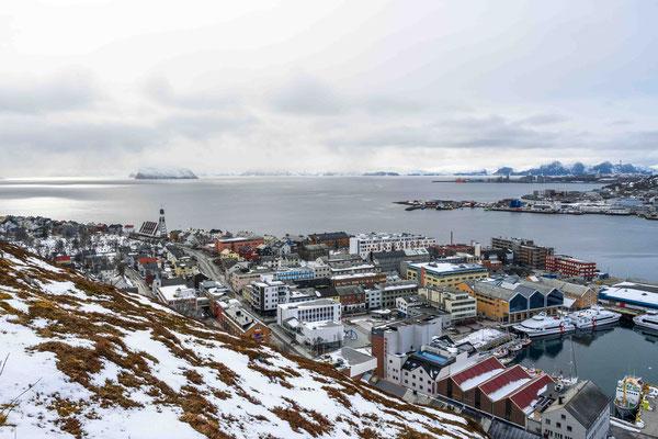 Der Hafen und das Zentrum von Hammerfest von oben