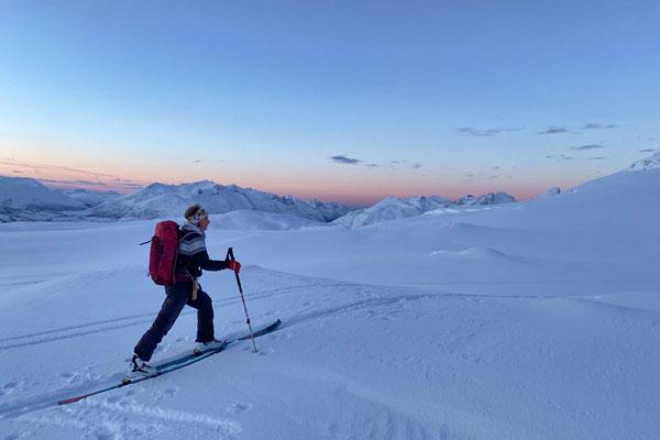 Christine und die Bergwelt der Insel Kvaløya