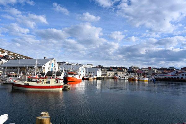 Der Hafen von Honningsvåg ist fest in Fischerhand