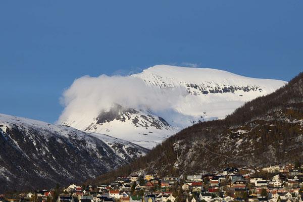 Tromsdalstinden von Tromsö aus gesehen