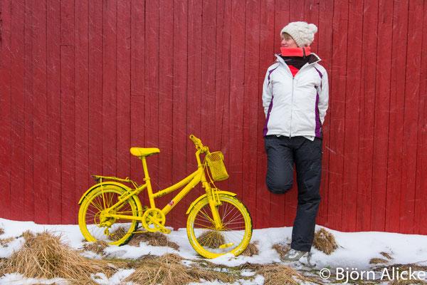 Model im Schnee