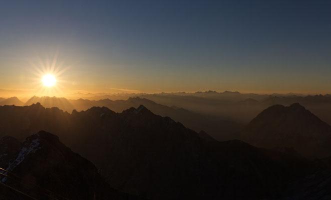 Sonnenaufgang von der Zugspitze aus