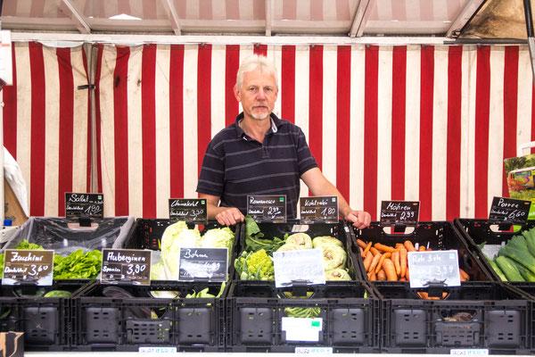 Biostand Möhrchen: Bei Werner Neumann gibt es frisches Obst und Gemüse.