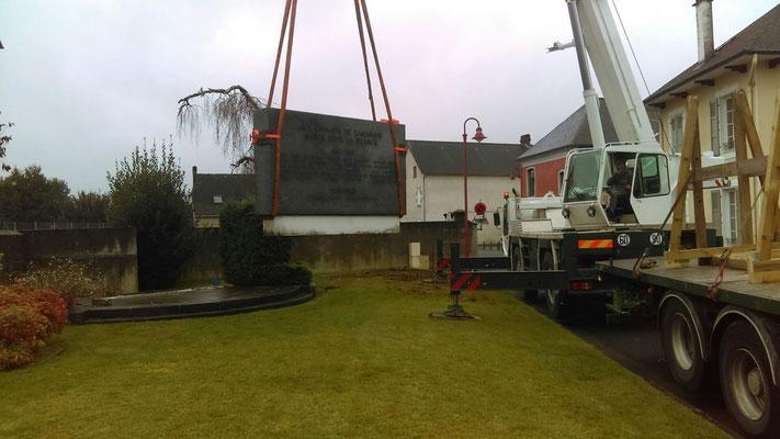 Le Monument aux Morts déménage....Place du 8 mai 1945