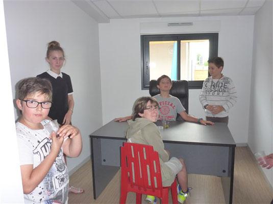 Le Bureau du directeur... pris d'assaut par les anciens élèves !