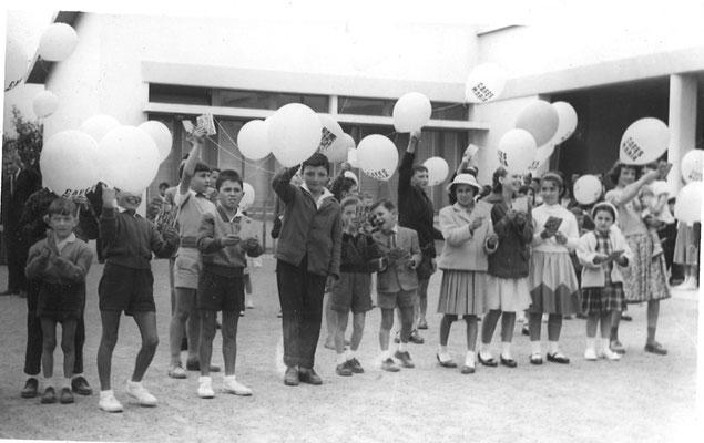 Jeux offerts aux enfants de Lamarque et organisés par la Sté de Chasse lors de la Foire aux Chiens (Lacher de ballon, Course en sac, course aux œufs, pots à l'aveugle