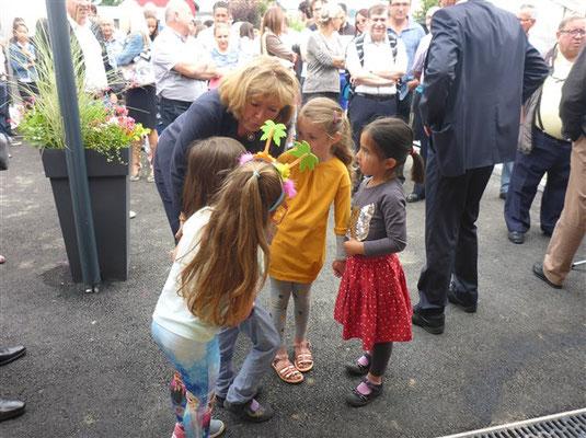 Entretien entre Mme la Députée et les enfants de l'école qui ont fait l'éloge de leur cantine !
