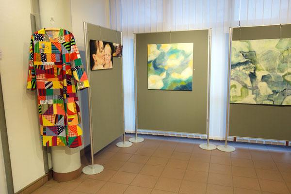 """Ausstellungsansicht mit """"Frühlingsmorgen""""  80 x 80 cm  Acrylfarbe auf Leinwand"""