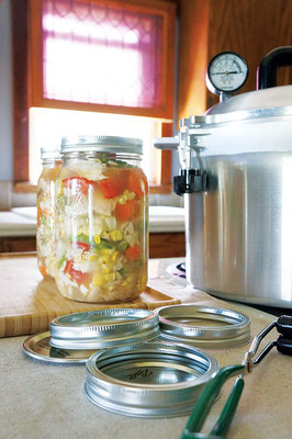 野菜と一緒に肉を瓶詰めすると良いが、野菜がくたくたになる。後で加えてはいかが?