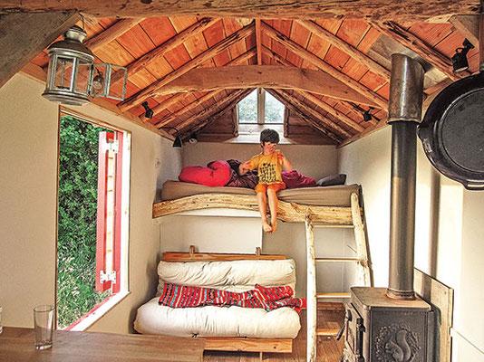 弧を描いたり、アーチになったりした屋根は、小さな空間を広々と感じさせる。