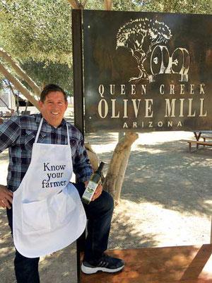 オリーブがでよく育つアリゾナ州フェニックス近郊の砂漠、その地でペリーとブレンダ・リアがクイーンクリーク・オリーブ・ミルを開いた。Photo courtesy Queen Creek Olive Mill