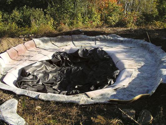 内張りする場合は、下に敷く絨毯で保護する。