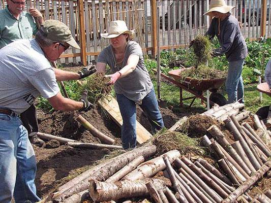 フーゲルカルチャーの盛り土には樹を積み重ねる必要がある。