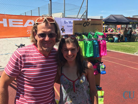 Daniela Kleiser mit Sponsor Nils von under pressure sox - Bad Tölz Triathlon 2017