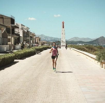 Laufen an der Prominade von Can Picafort