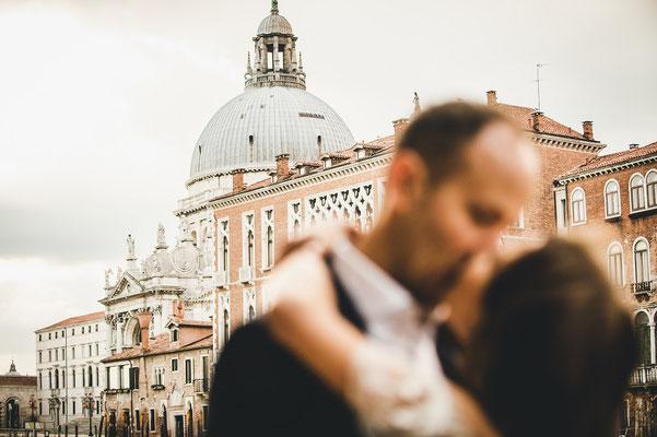 elopement photo in venice