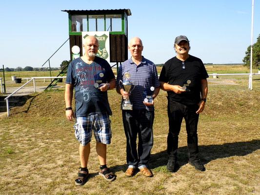 von links nach rechts: Roberto Greiff 2.Platz, Gunther Greiff 1.Platz (Wanderpokal) und Frank Hügelow 3.Platz